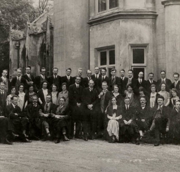 Swansea University 员工 in the 1920s. Courtesy of the Richard Burton Archives, Swansea University (reference: 2017/06:11)